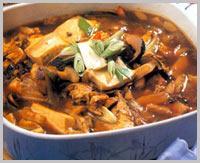 冬季滋补汤:砂锅鱼头豆腐
